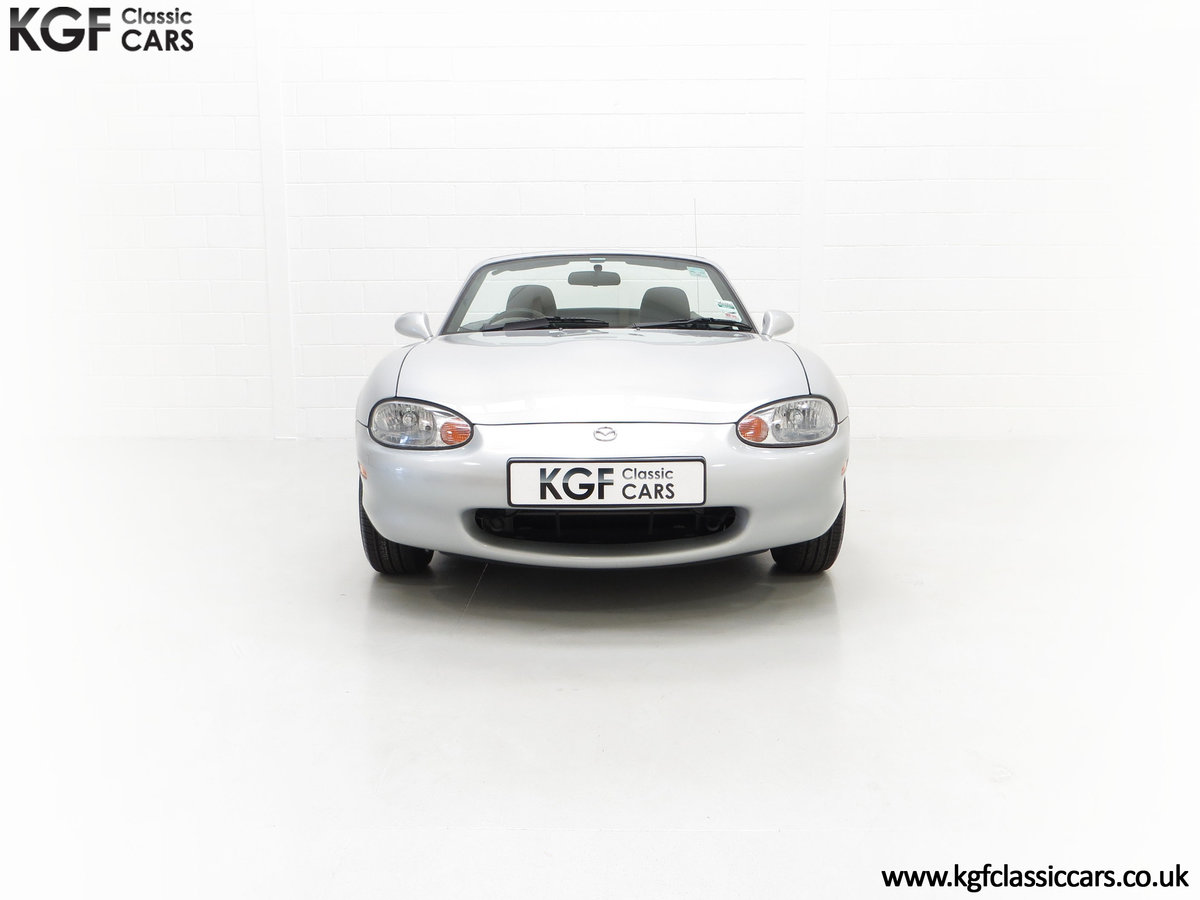 1998 An Immaculate Mazda MX5 1.6i with Only 13,061 Miles SOLD (picture 3 of 24)