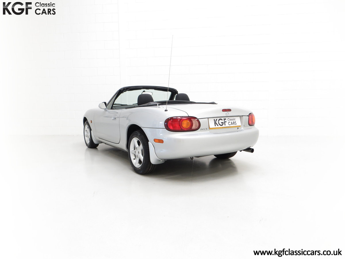 1998 An Immaculate Mazda MX5 1.6i with Only 13,061 Miles SOLD (picture 8 of 24)