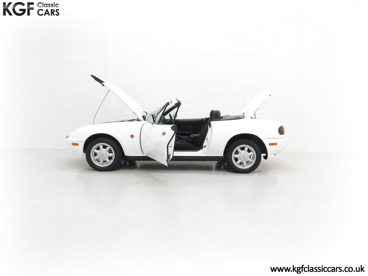 1991 An Early and Collectable UK Mazda MX-5 with 16,914 Miles SOLD (picture 7 of 24)