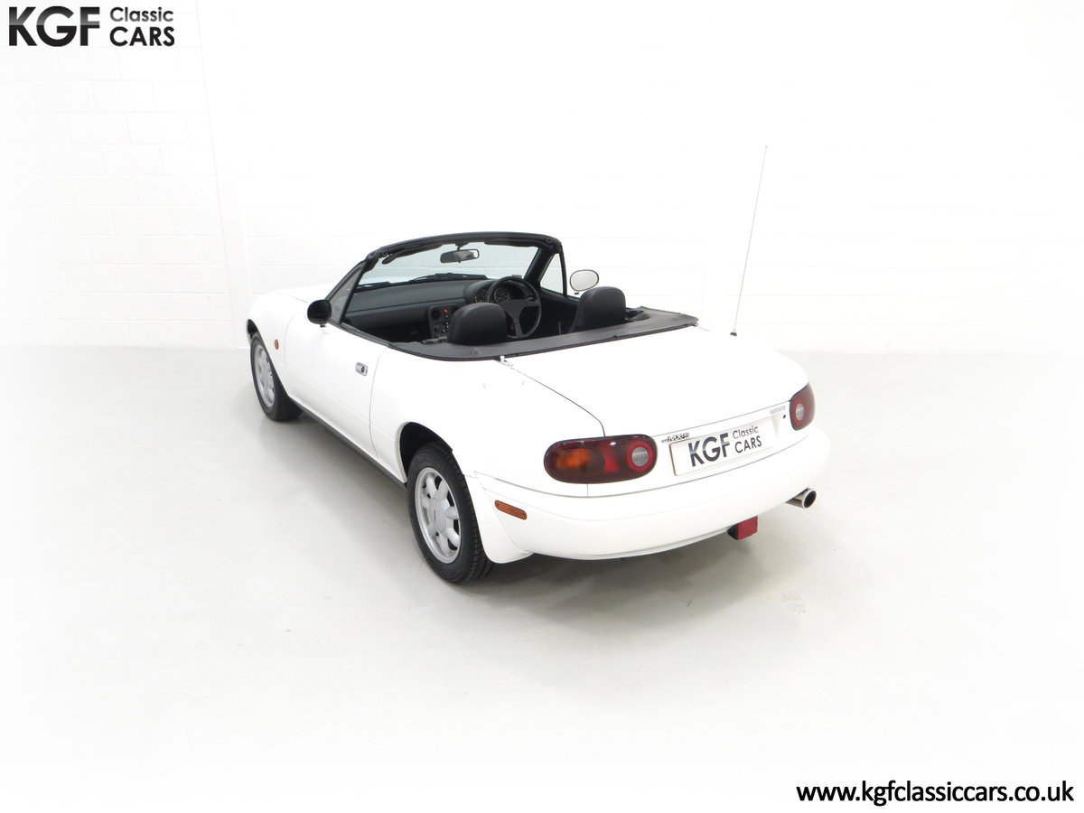 1991 An Early and Collectable UK Mazda MX-5 with 16,914 Miles SOLD (picture 9 of 24)