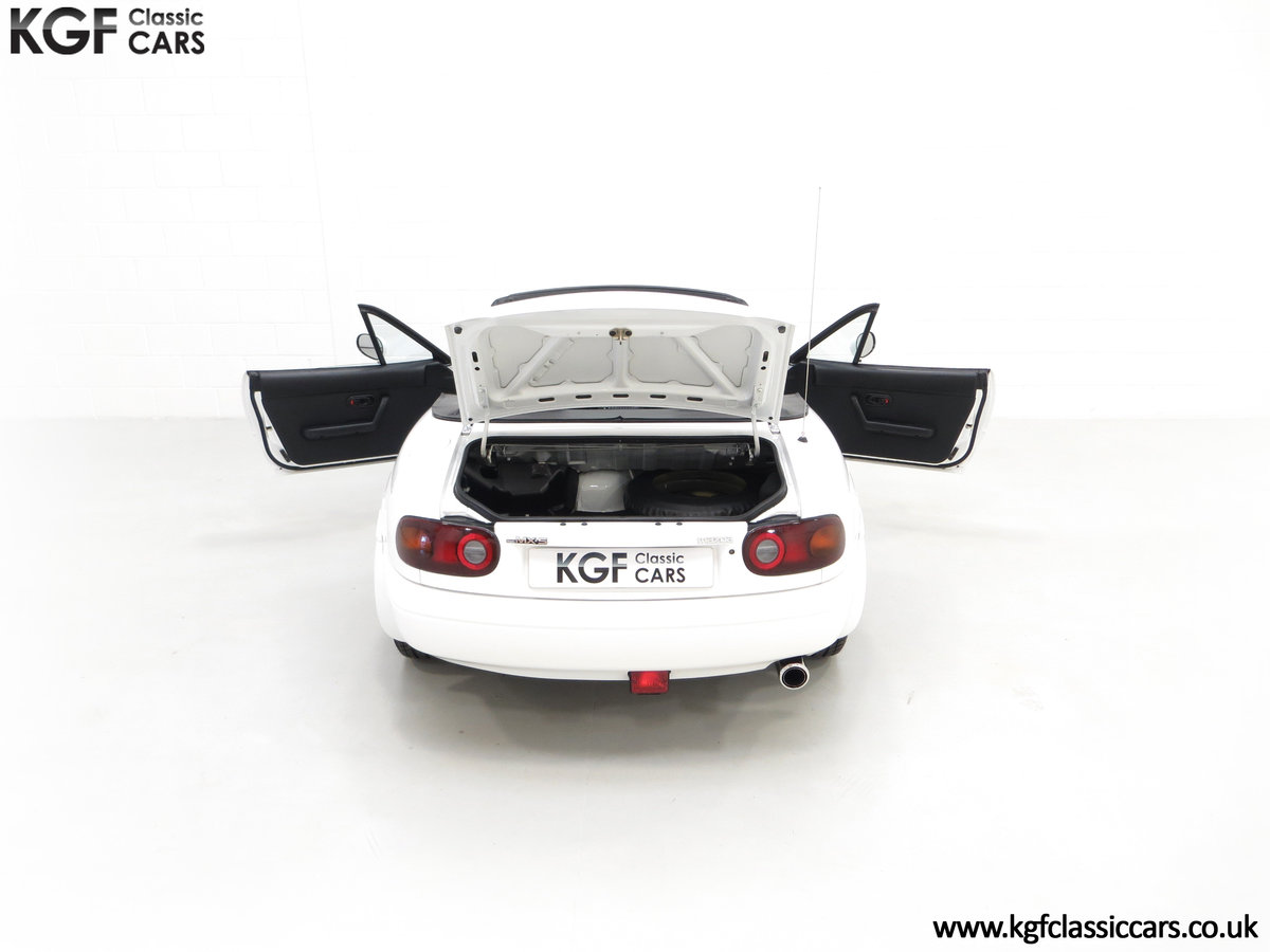 1991 An Early and Collectable UK Mazda MX-5 with 16,914 Miles SOLD (picture 11 of 24)