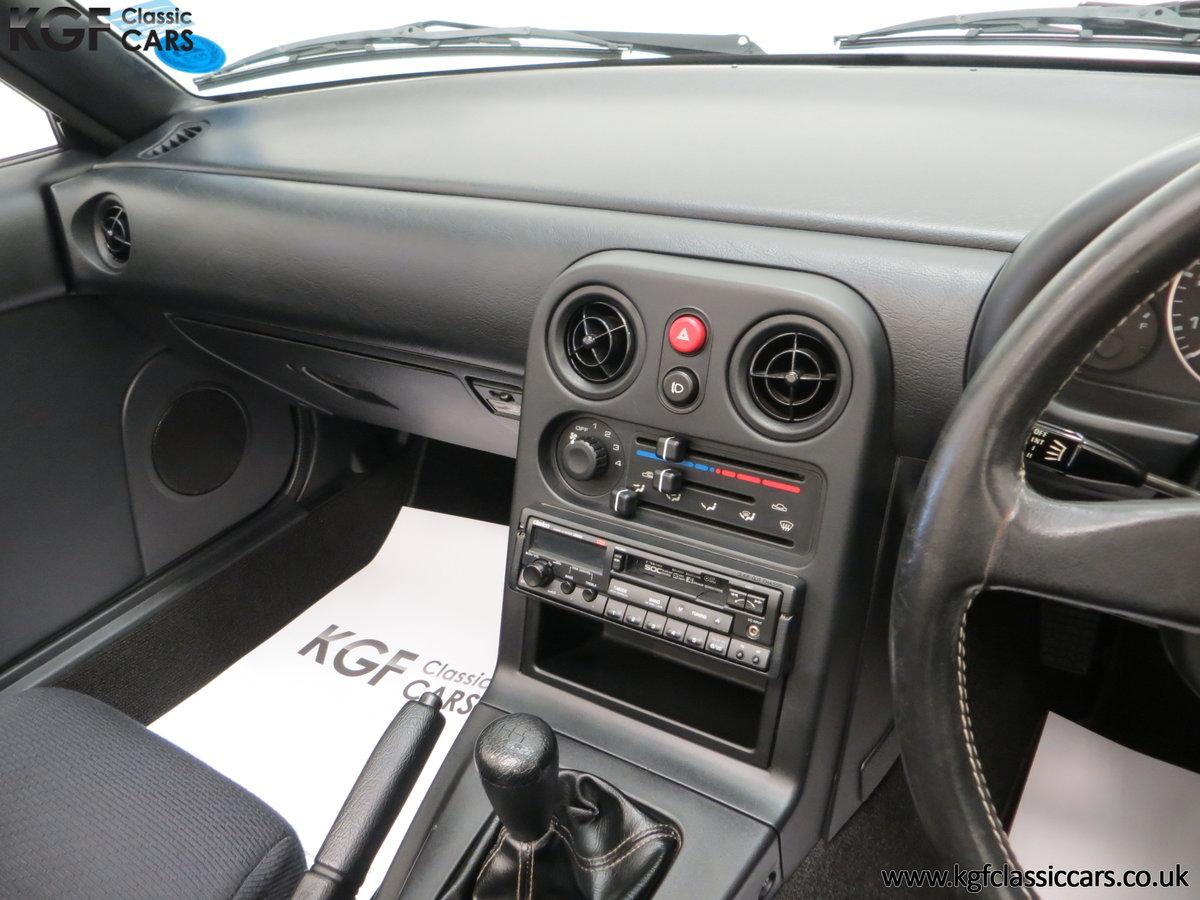 1991 An Early and Collectable UK Mazda MX-5 with 16,914 Miles SOLD (picture 22 of 24)