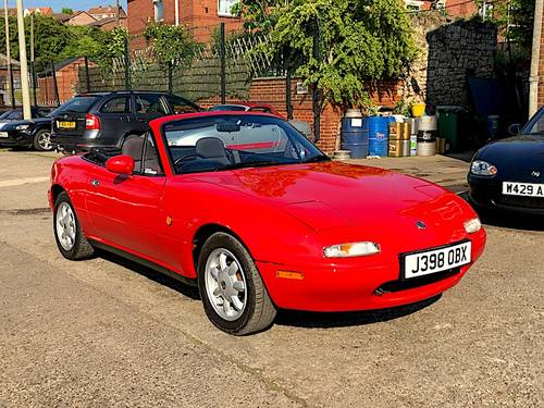 1991 Mazda MX-5 Mk1 1.6 Eunos Roadster SOLD (picture 1 of 6)