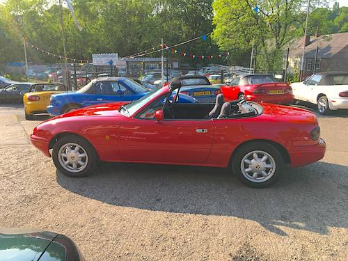 1991 Mazda MX-5 Mk1 1.6 Eunos Roadster SOLD (picture 2 of 6)