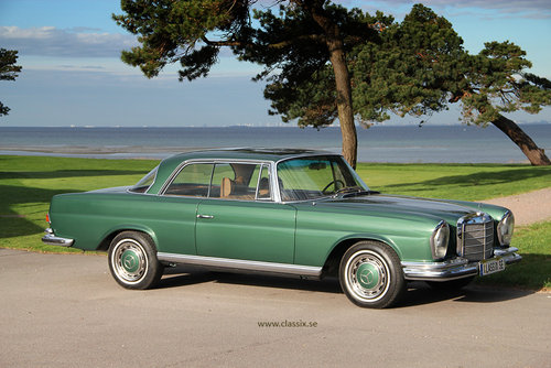 1972 Fully restored Mercedes 280SE 3,5 in mossgreen, manual LHD SOLD (picture 2 of 6)