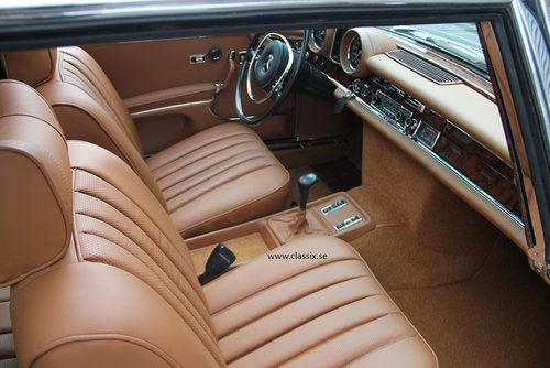 1972 Fully restored Mercedes 280SE 3,5 in mossgreen, manual LHD SOLD (picture 4 of 6)
