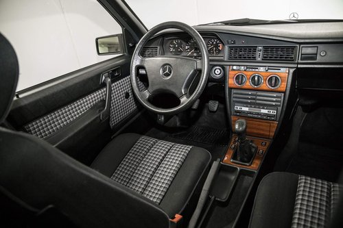 1991 Mercedes 190E 1.8 LHD original 17.000km  SOLD (picture 4 of 6)