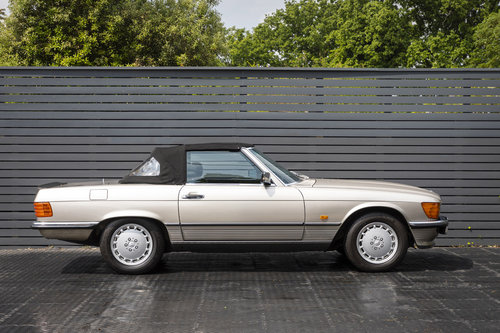 MERCEDES-BENZ 500 SL (R107) 1988 ONLY 46K SOLD (picture 2 of 6)