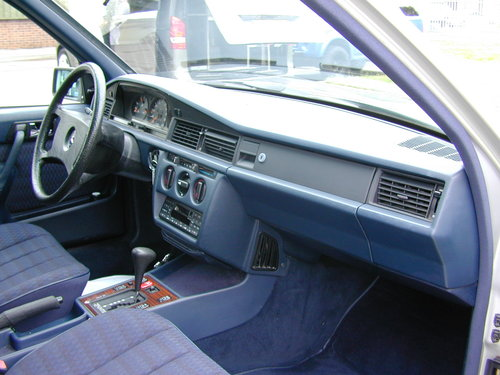 1991 MERCEDES BENZ 190 2.0e AUTOMATIC LHD LOW MILES! EXCEPTIONAL! For Sale (picture 4 of 6)