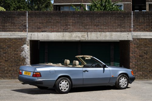 1993 Mercedes-Benz W124 320 CE Cabriolet 2 Owner SOLD (picture 3 of 6)