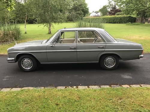 1969 Mercedes W114 250/8 LHD For Sale (picture 3 of 6)
