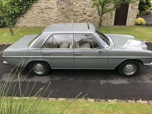 1969 Mercedes W114 250/8 LHD For Sale (picture 4 of 6)