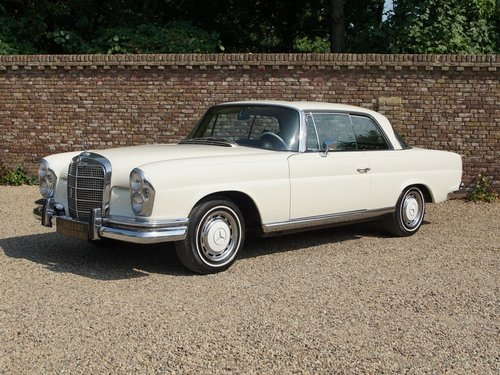1968 Mercedes Benz 280SE Coupe manual gearbox and sunroof For Sale (picture 1 of 6)