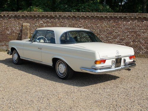 1968 Mercedes Benz 280SE Coupe manual gearbox and sunroof For Sale (picture 2 of 6)