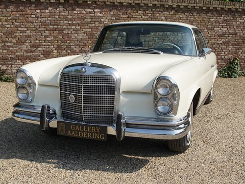 1968 Mercedes Benz 280SE Coupe manual gearbox and sunroof For Sale (picture 5 of 6)