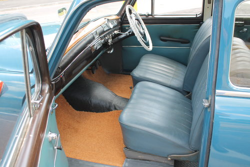1960 Mercedes Benz Ponton 190b Saloon UK RHD Example SOLD (picture 4 of 6)
