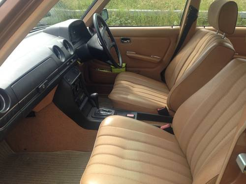 1980 MERCEDES BENZ 230 AUTO SALOON W123 ONLY 44,000 MILES For Sale (picture 4 of 6)