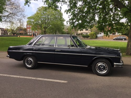 1971 Rare UK supplied RHD Classic Mercedes W114 250 For Sale (picture 1 of 6)
