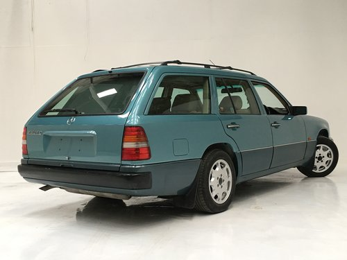 1991 230TE W124 ESTATE - RARE AIR CON CAR SOLD (picture 2 of 6)
