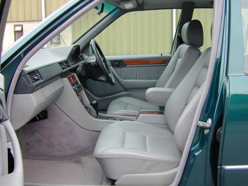 1996 MERCEDES BENZ W124 E220 ESTATE 7 SEAT LEATHER! EXCEPTIONAL!! For Sale (picture 4 of 6)