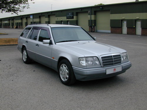 1995 MERCEDES BENZ W124 E220 ESTATE 7 SEAT AUTO (JUST 45k MILES!) For Sale (picture 1 of 6)