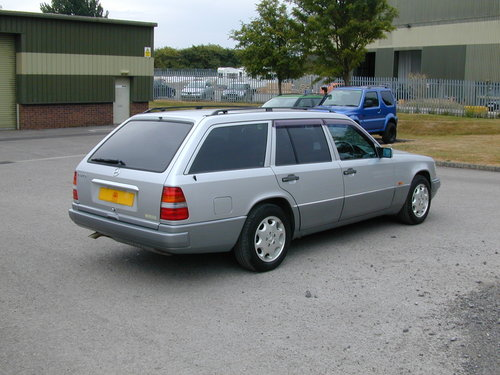 1995 MERCEDES BENZ W124 E220 ESTATE 7 SEAT AUTO (JUST 45k MILES!) For Sale (picture 3 of 6)