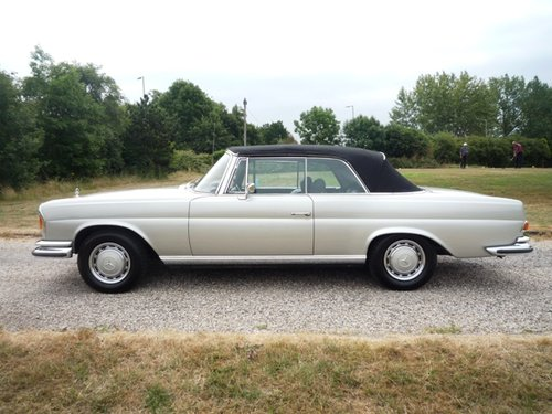 1971 Mercedes 280 SE 3.5 Convertible For Sale (picture 3 of 6)