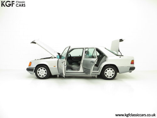 1993 A Powerful Mercedes-Benz W124 320E with 32 Service Stamps SOLD (picture 3 of 6)