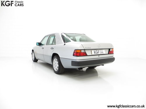 1993 A Powerful Mercedes-Benz W124 320E with 32 Service Stamps SOLD (picture 4 of 6)