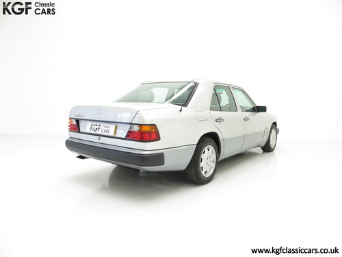 1993 A Powerful Mercedes-Benz W124 320E with 32 Service Stamps SOLD (picture 5 of 6)