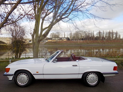 1989 Mercedes 300SL Sports Convertible with Electric Roof  For Sale (picture 4 of 6)