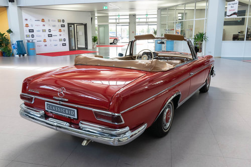 1965 Mercedes-Benz 220 SEb Convertible For Sale (picture 2 of 6)