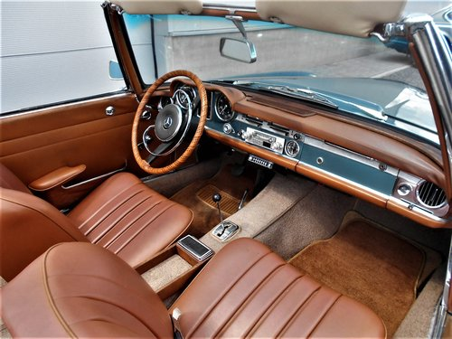 1967 MERCEDES 250 SL PAGODA LHD 53900 MILES SOLD (picture 4 of 6)