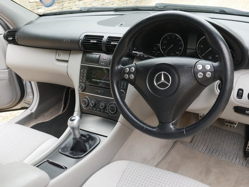 2005 Mercedes Benz 220 CDI Turbo Diesel Injection SE For Sale (picture 4 of 6)
