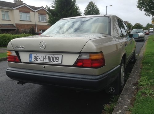 1986 Mercedes-Benz W124 260E Saloon  For Sale (picture 2 of 6)