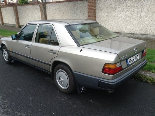 1986 Mercedes-Benz W124 260E Saloon  For Sale (picture 3 of 6)