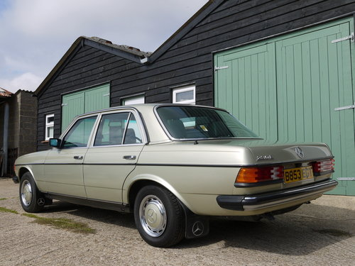 1985 MERCEDES 230E SALOON - ONE OWNER & 65K MILES FROM NEW !! SOLD (picture 2 of 6)