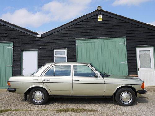 1985 MERCEDES 230E SALOON - ONE OWNER & 65K MILES FROM NEW !! SOLD (picture 3 of 6)