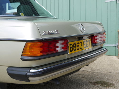 1985 MERCEDES 230E SALOON - ONE OWNER & 65K MILES FROM NEW !! SOLD (picture 4 of 6)