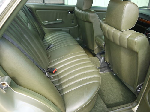 1985 MERCEDES 230E SALOON - ONE OWNER & 65K MILES FROM NEW !! SOLD (picture 6 of 6)