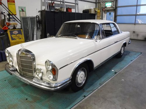1966 Mercedes 300 SE coupe white for sale For Sale (picture 1 of 6)