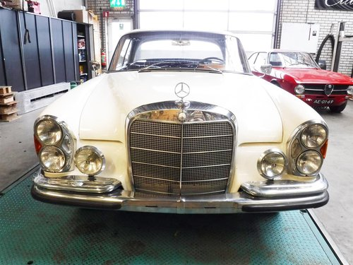 1966 Mercedes 300 SE coupe white for sale For Sale (picture 2 of 6)