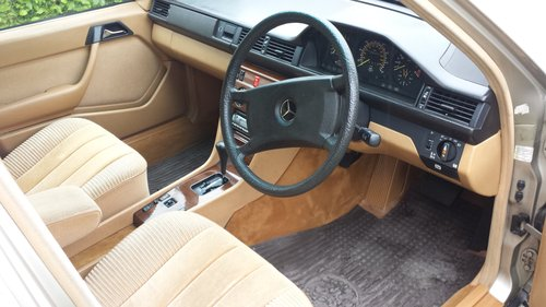 1986 Mercedes-Benz W124 260E Saloon  For Sale (picture 5 of 6)