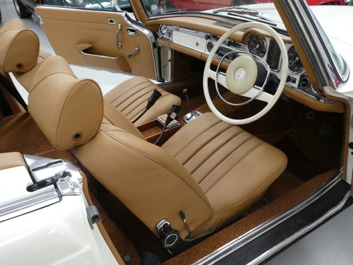 1967 Mercedes Benz 280 SL Pagoda SOLD (picture 4 of 6)