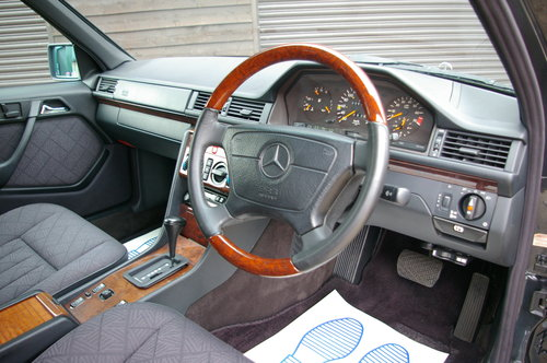 1993 Mercedes-Benz W124 E320 Estate Automatic (6,0021 miles) SOLD (picture 4 of 6)