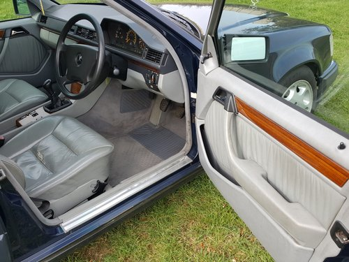 1991 Mercedes 230TE W124 5 speed manual For Sale (picture 6 of 6)
