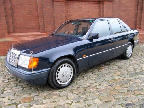 1991 MERCEDES-BENZ 260E 2.6 AUTOMATIC * ONLY 15000 MILES * For Sale (picture 1 of 6)
