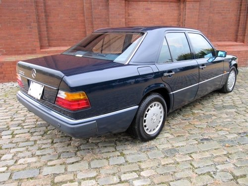 1991 MERCEDES-BENZ 260E 2.6 AUTOMATIC * ONLY 15000 MILES * For Sale (picture 2 of 6)
