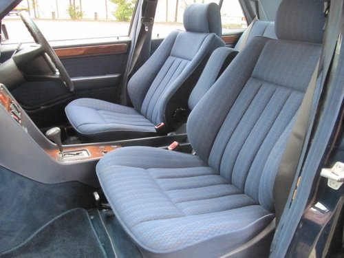 1991 MERCEDES-BENZ 260E 2.6 AUTOMATIC * ONLY 15000 MILES * For Sale (picture 3 of 6)