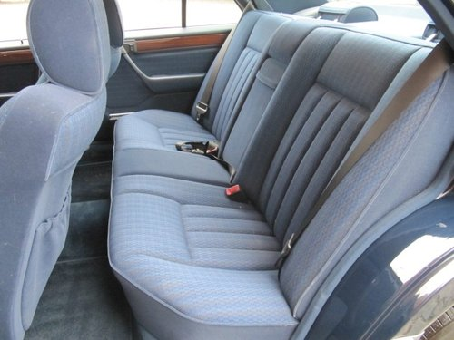 1991 MERCEDES-BENZ 260E 2.6 AUTOMATIC * ONLY 15000 MILES * For Sale (picture 4 of 6)